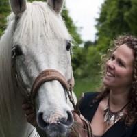 Marieke van Soest met paard